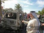 kendaraan-yang-hancur-di-lokasi-ledakan-di-distrik-habibiya-di-pinggiran-kota-sadr-irak-baghdad.jpg