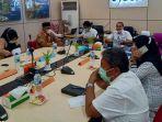 kepala-dinas-kebudayaan-dan-pariwisata-aceh-jamaludin-msi-sedang-membuka-rapat-koordinasi.jpg