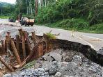 kerusakan-badan-jalan-di-km-21-lintas-bireuen-takengon_20181029_091215.jpg