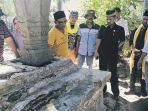 ketua-dpra-tgk-muharuddin-berziarah-ke-kompleks-makam_20180802_093656.jpg