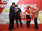 kfc-indonesia-intensifkan-vaksinasi-seluruh-karyawan-gerai-1.jpg