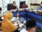 komisi-i-dprk-banda-aceh-musriadi-memimpin-rapat-bersama-mitra-kerja.jpg