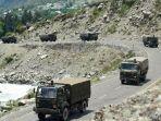 konvoi-kendaraan-militer-india.jpg