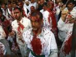 laki-laki-muslim-syiah-di-irak-menggoreskan-kepala-mereka-hingga-berdarah_20161013_202109.jpg