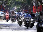 lalu-lalang-kendaraan-di-hanoi-vietnam.jpg