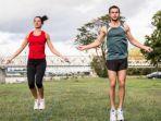 lompat-tali-merupakan-cara-yang-bagus-untuk-meningkatkan-kekuatan-otot-kaki.jpg