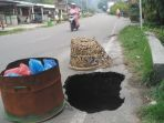 lubang-di-jalan-nasional-aceh-tenggara_20181013_093033.jpg