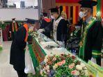 lulusan-iain-lhokseumawe-mengikuti-prosesi-wisuda-di-kampus-setempat.jpg
