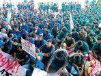 mahasiswa-dari-berbagai-universitas-di-aceh-melakukan-demonstrasi.jpg