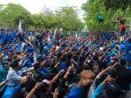mahasiswa-kembali-memadati-jalan-depan-kantor-gubernur-aceh-untuk-protes-pt-emm.jpg