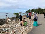 mahasiswa-poltas-bersihkan-pantai.jpg