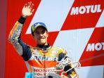 marc-marquez-melambaikan-tangan-di-podium-motogp-belanda-di-sirkuit-assen.jpg