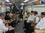 maruf-amin-bersama-jajaran-menteri-rapat-di-kereta-api.jpg
