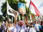 massa-melakukan-aksi-damai-untuk-palestina-di-depan-kedubes-amerika-serikat_20171210_155645.jpg