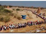 masyarakat-myanmar-pergi-ke-kuil-kuno-di-wilayah-bagan-untuk-menyantet-junta-militer.jpg