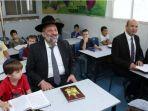menteri-pendidikan-israel-dan-anak-anak-sekolah_20180909_193916.jpg