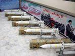 menunjukkan-deretan-rudal-pertahanan-udara-sayyad-3-milik-iran.jpg