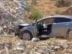 mobil-berada-di-tebing-usai-tentara-israel-tembak-dokter-wanita-palestina-dr-mai-afana.jpg