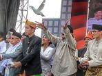 momen-pelepasan-burung-merpati-di-deklarasi-kampanye-damai-pemilu-2019_20180923_163702.jpg