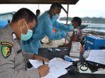 nelayan-simeulue-mengikuti-vaksinasi-massal-presisi-keliling-yang-digagas-oleh-kapolres-simeulue.jpg