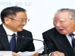 nikkei-akio-toyoda-presiden-toyota-kiri-dan-osamu-suzuki-chairman-suzuki-motor_20171120_121416.jpg