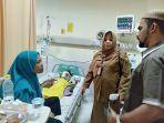 nurhajiah-menceritakan-kondisi-anaknya-azril-saat-menerima-kunjungan.jpg