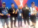 nurul-akmal-foto-bersama-ketua-umum-pabsi-aceh-usai-meraih-medali-emas.jpg