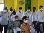 pantau-vaksinasi-siswa-di-langsa_sekda-aceh_kadis-pendidikan-aceh.jpg