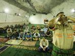 para-pekerja-pt-freeport-indonesia-menunaikan-ibadah-shalat-isya-dan-tarawih.jpg