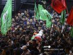 para-pelayat-membawa-jenazah-warga-palestina-bernama-zakaria-hamayel-yang-berusia-28-tahun.jpg