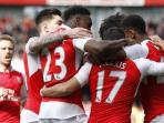 para-pemain-arsenal-merayakan-gol-ke-gawang-watford_20160525_100152.jpg