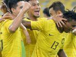 para-pemain-timnas-malaysia-berselebrasi-saat-mencetak-gol-ke-gawang-thailand.jpg