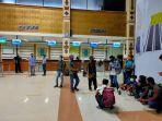 para-penumpang-saat-menunggu-proses-ceck-in-di-bandara-sim-blangbintang.jpg