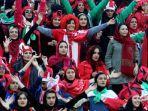 para-suporter-wanita-yang-datang-menyaksikan-langsung-laga-final-liga-champions-asia-di-iran.jpg