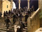 pasukan-israel-serbu-masjid-al-aqsa.jpg
