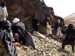 pasukan-taliban-saat-berpatroli-di-provinsi-ghazni-afganistan_20170618_153703.jpg