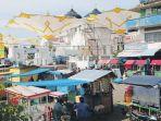 pedagang-kaki-lima-berjualan-di-jalan-samping-masjid-raya_20180118_100724.jpg