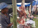 pedagang-menjual-daging-meugang-di-kawasan-simpang-peut-kuala-nagan-raya.jpg