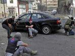 pejuang-dari-gerakan-syiah-hizbullah-dan-amal-membidik-selama-bentrokan-di-lebanon.jpg