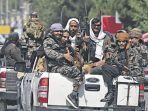 pejuang-taliban-melakukan-konvoi-di-sepa.jpg
