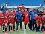 pelatih-fakhri-husaini-bersama-tim-sepak-bola-aceh-untuk-pon-papua.jpg