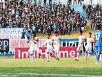 pemain-aceh-united-fc-assanur-rijal-melakukan-selebrasi_20181004_100319.jpg