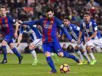pemain-depan-barcelona-asal-argentina-lionel-messi-melakukan-tendangan-penalti.jpg