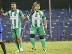 pemain-legend-sigupai-jhonizar-muslim-dan-dhien-kallon-merayakan-gol.jpg