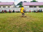 pemain-melakukan-tendangan-penalti-pada-turnamen-sepakbola-pskts-di-lapangan-kembang-tanjong.jpg