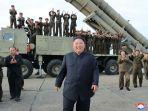 pemimpin-korut-kim-jong-un-merayakan-uji-coba-senjata-peluncur-roket.jpg