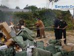 pemusnahan-ratusan-ribu-rokok-ilegal-kosmetik-serta-pita-cukai-palsu.jpg