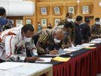 penandatanganan-dokumen-batas-daerah-di-provinsi-aceh-jumat-2562021.jpg