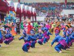 penari-menampilkan-tarian-massal_20170507_065525.jpg