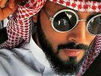 pengeran-fahad-bin-faisal-al-saud-dalam-sebuah-foto-yang-diunggah-ke-akun-instagram-miliknya_20170304_210856.jpg